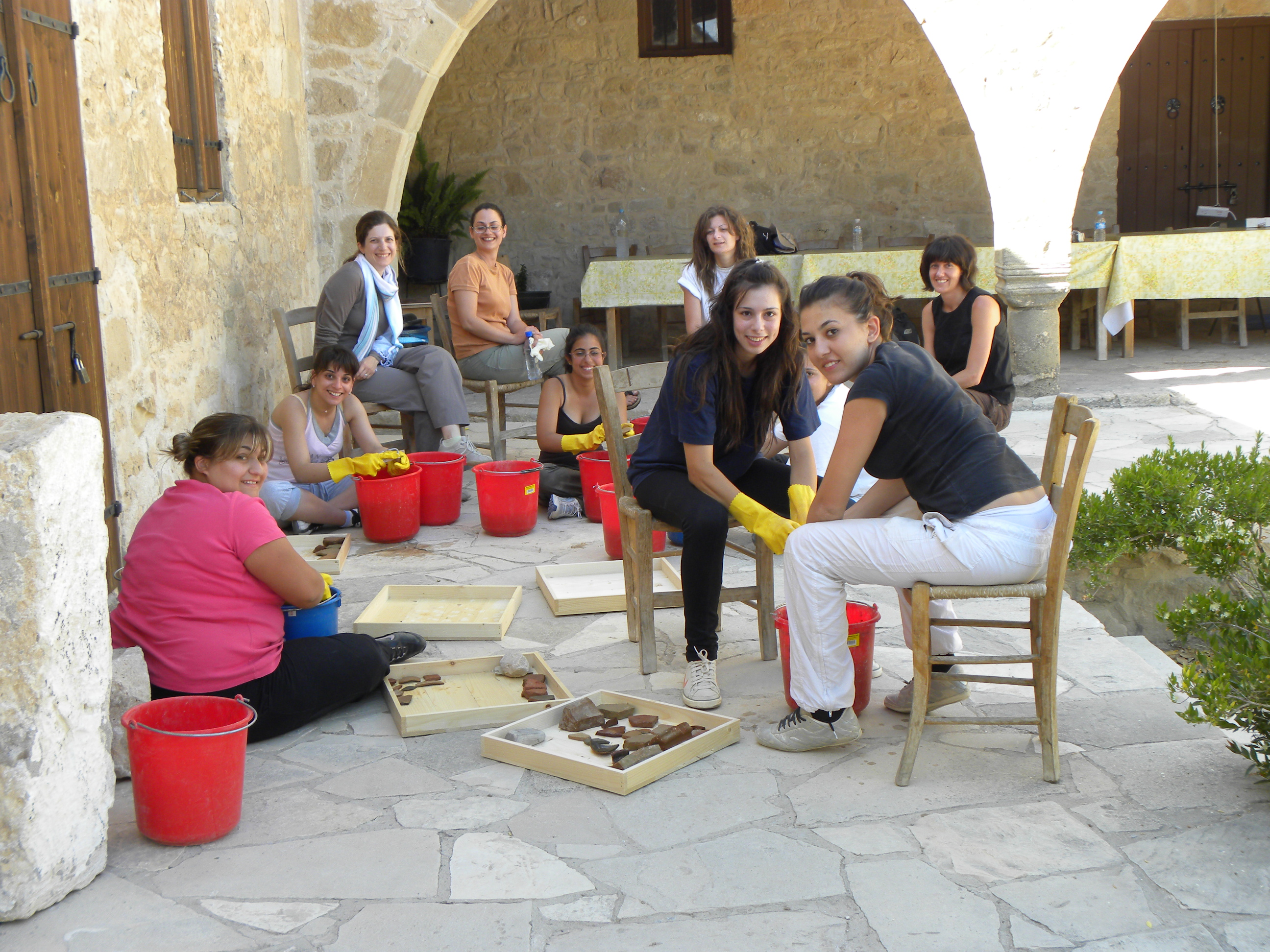 4. Team 2009-Processing the ceramics