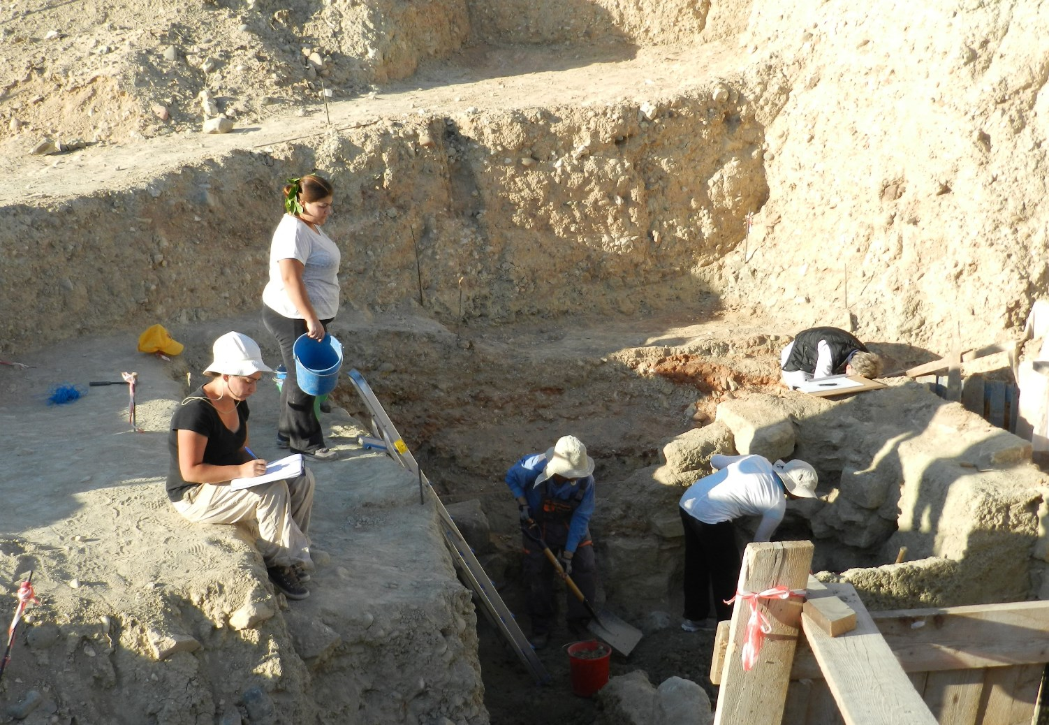 5. Excavations at the Laona monument Season 2013-B